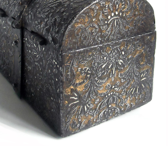 refined-French-Casket-in-Iron-Gold-and-Silver-detail